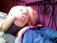 Due diciottenni eccitati fanno sesso amatoriale sul webcam